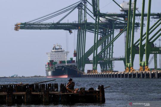 Kemarin, neraca perdagangan RI surplus lagi hingga bunga rendah pinjol