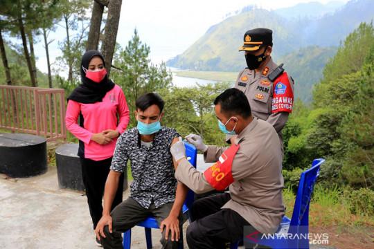 Minggu, 1,41 juta vaksin COVID-19 di Indonesia telah disuntikkan
