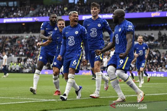 Chelsea lumat Tottenham untuk torehkan rekor dan puncak klasemen