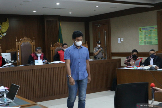 Saksi sebut eks penyidik KPK Robin urus perkara Azis Syamsuddin