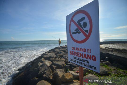 Larangan berenang di Pantai Padang