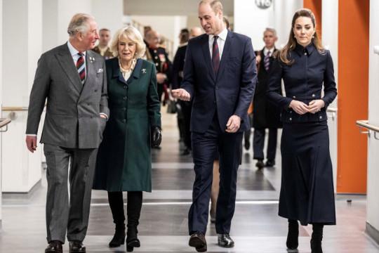 """Keluarga Kerajaan Inggris akan nonton """"James Bond"""" bareng nakes"""
