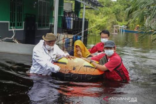 Evakuasi warga terdampak banjir di Palangkaraya