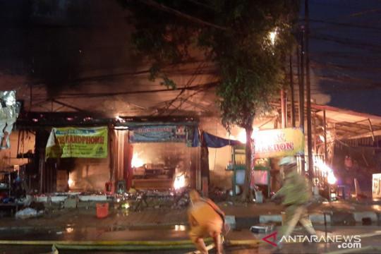 Kebakaran landa  swalayan Cahaya Pasar Minggu
