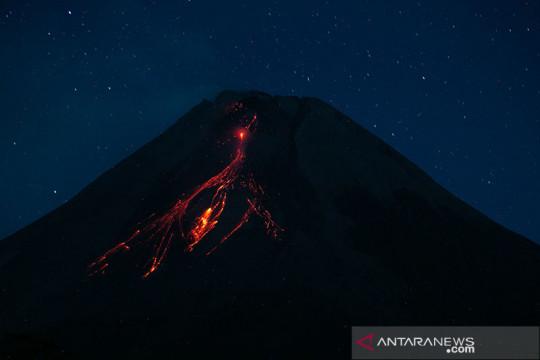 Gunung Merapi luncurkan guguran lava pijar 24 kali ke barat daya
