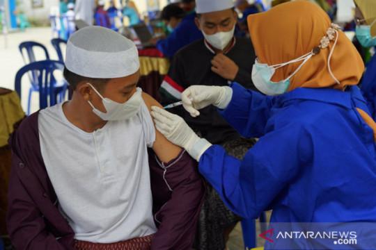 Ribuan santri di Kabupaten HSS Kalsel antusias ikuti vaksinasi