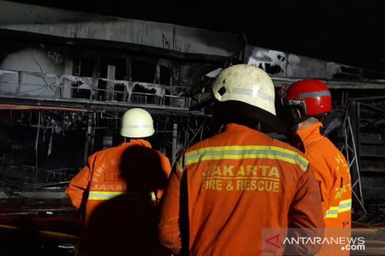 Petugas pastikan tidak ada korban jiwa dalam kebakaran Swalayan Cahaya