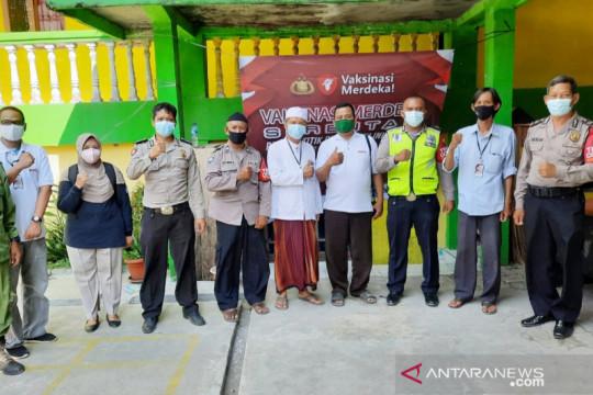 """Vaksinasi di ponpes Kabupaten Bogor diawali shalawat """"Thibbil Qulub"""""""