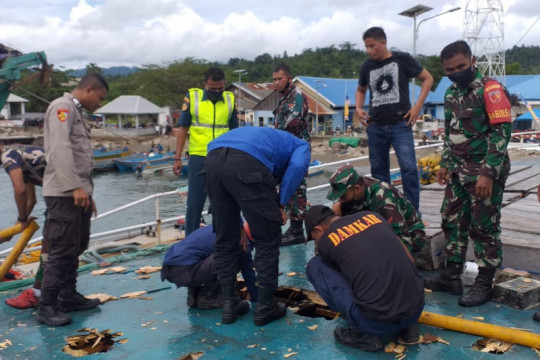 KM Fungka Permata VII terbakar di Pelabuhan Sanana