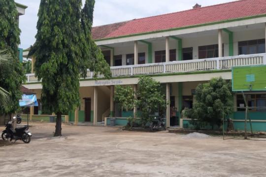 Pembelajaran tatap muka di MTs Jepara dihentikan setelah 28 positif