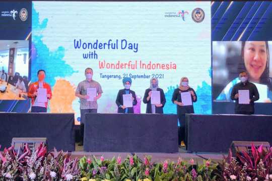 Kemenparekraf dan AirAsia teken MOU antisipasi pulihnya pariwisata