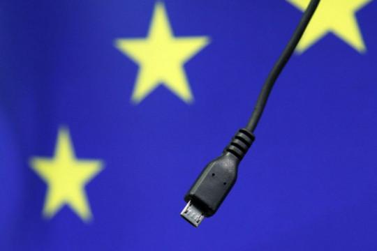 Komisi Eropa berencana seragamkan charger gawai