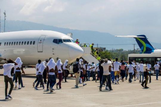 Imigran dipulangkan oleh AS, bandara Haiti ricuh