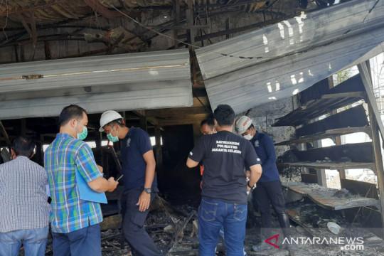 Polisi olah TKP kebakaran Swalayan Cahaya Pasar Minggu