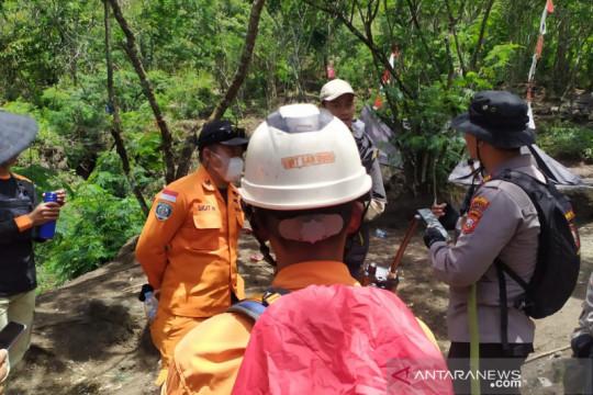 Personel Brimob diterjunkan untuk cari pendaki hilang di Gunung Guntur