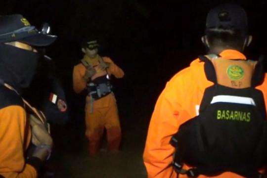 Warga korban banjir di Kabupaten Luwu berhasil dievakuasi Basarnas