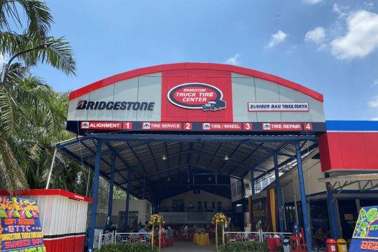 Bridgestone resmikan gerai ban kendaraan niaga di Palembang