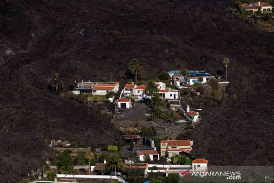 Lahar dingin letusan Gunung La Palma di Spanyol mengalir ke permukiman warga