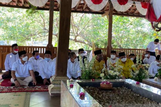 Airlangga Hartarto berziarah ke makam Mbah Lim di Klaten