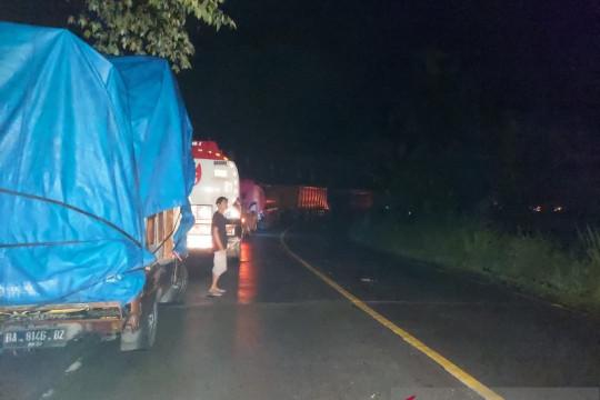 Diterjang longsor, Jalinsum Padang-Solok lumpuh total
