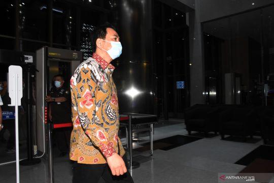Dijemput paksa penyidik, Azis Syamsuddin tiba di gedung KPK