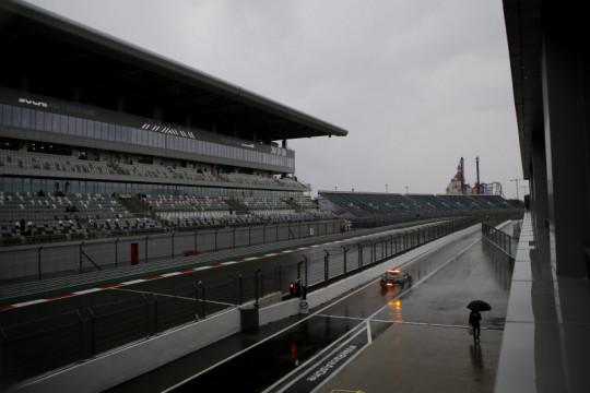 Cuaca buruk batalkan FP3 GP Rusia