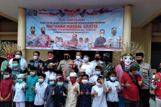 Polrestro Jakbar fasilitasi 55 anak jalani khitanan massal
