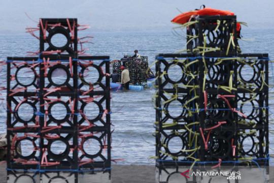 Apartemen ikan siap ditenggelamkan di Pantai Cacalan Banyuwangi