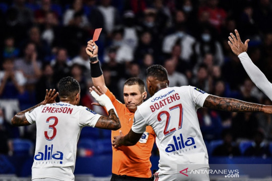 Sepuluh pemain Lyon amankan satu poin lawan Lorient