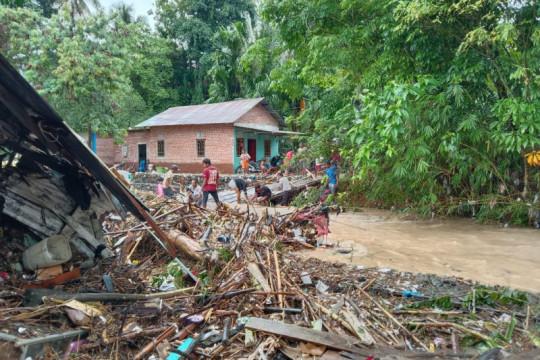 Banjir bandang landa delapan kelurahan di Kota Lubuk Linggau Sumsel