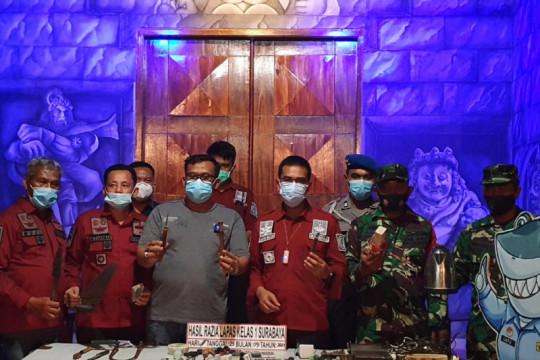 Razia LP Surabaya temukan senjata tajam rakitan