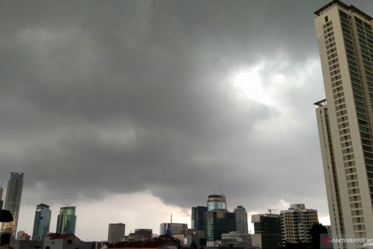 Cuaca DKI Jakarta didominasi hujan ringan pada Jumat siang