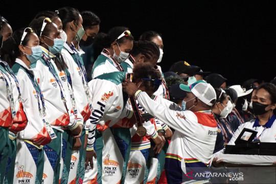 Emas pertama PON Papua diraih tim kriket putri Papua