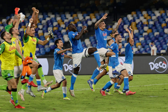 Napoli lanjutkan awal sempurna dengan hantam Cagliari 2-0