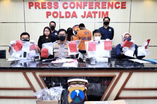 Polda Jatim ringkus pasangan kekasih pengedar sabu jaringan Malaysia