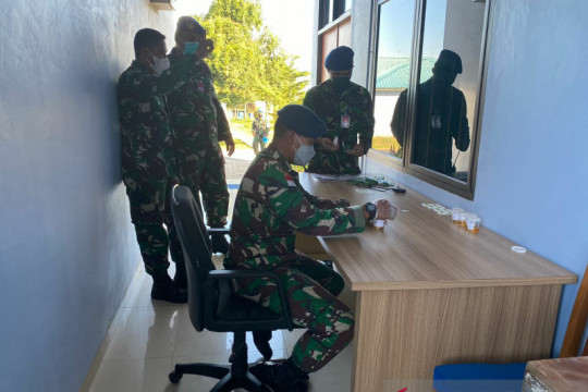 Pangkalan Udara TNI AU Hang Nadim tes urin mendadak personelnya