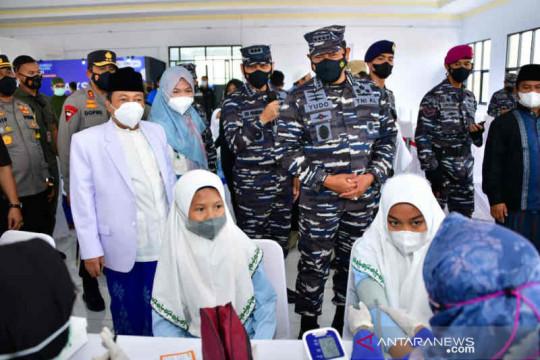 TNI AL gelar vaksinasi di dua pesantren di Cirebon