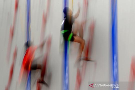 PON Papua : Aksi atlet panjat tebing berlomba pada nomor speed world record