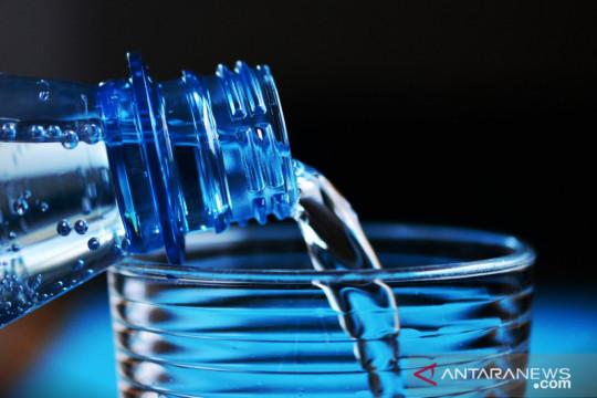 Tips aman konsumsi air minum dalam kemasan