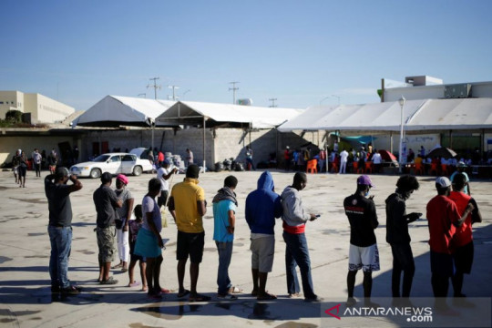 Ratusan migran di Meksiko berebut permohonan suaka