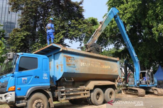 DKI intensifkan pengerukan lumpur antisipasi dampak musim hujan