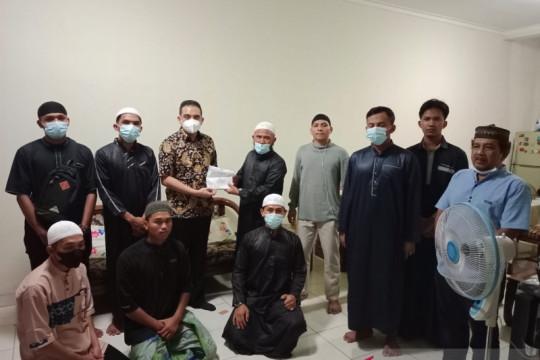 Anggota DPR RI Ade Rezki Pratama bantu biaya belajar santri ke Yaman