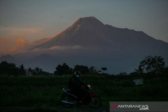 Gunung Merapi mengalami 129 kali gempa guguran