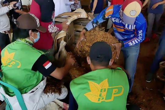 Bupati Temanggung dorong pabrikan percepat pembelian tembakau petani