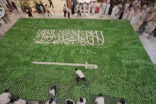 15.000 kue mangkuk bentuk bendera nasional Arab Saudi