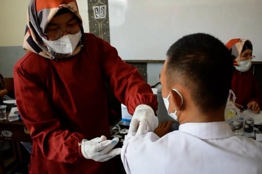 Gelar vaksinasi, SMA 1 Padang targetkan 900 orang divaksin