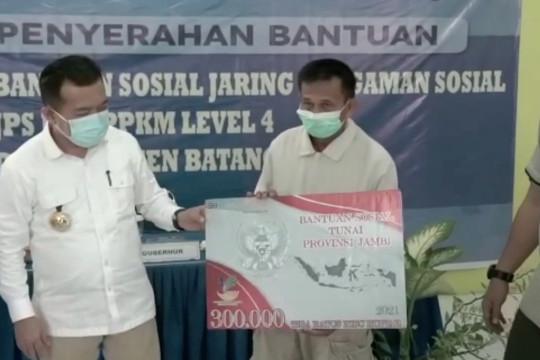 Gubernur Jambi salurkan sembako dan JPS untuk warga Batanghari