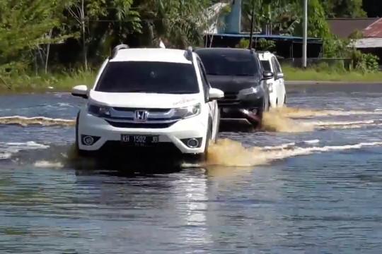 Jalan Trans Kalimantan poros selatan dapat dilalui pasca banjir