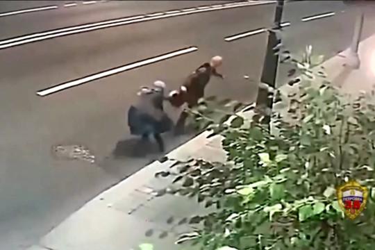 Nenek Rusia berkelahi dengan perampok di jalan raya