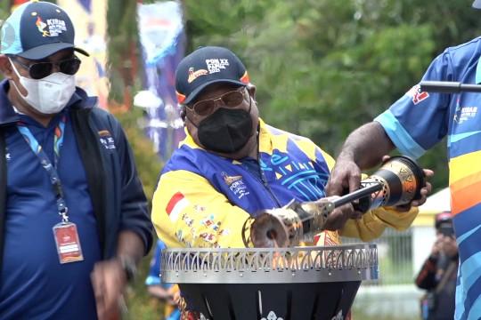 Bupati Mimika terima dan lepas api PON Papua